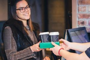 girl_buying_coffee