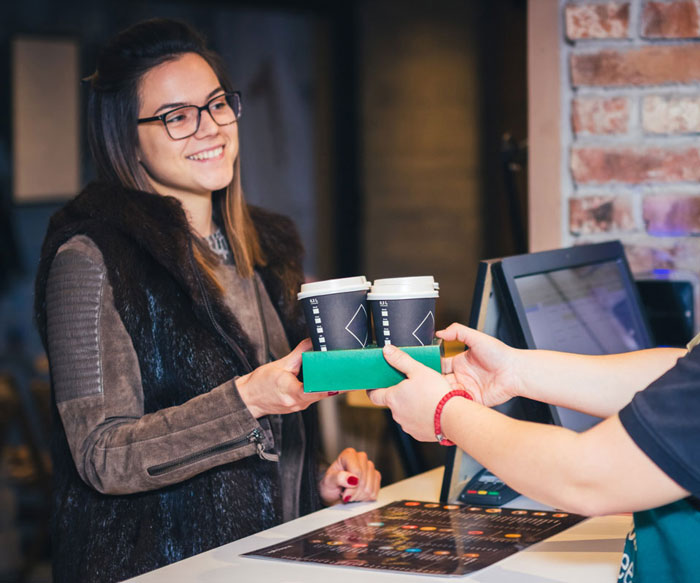 Girl_buying_coffee_700x583