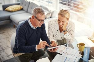 Older_couple_finances
